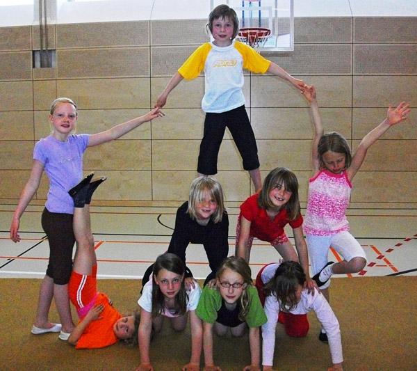 Kindertanz- und Akrobatikgruppe