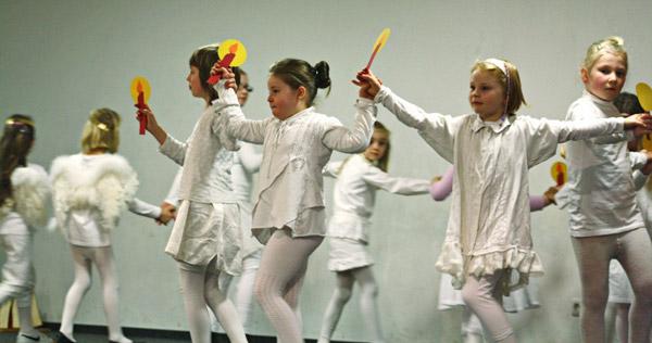 Kinderakrobatik- und tanzgruppe 2011 beim weihnachtlichen Nachmittag