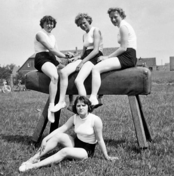 Turngruppe um 1954